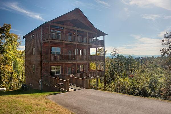 Eagle's Landing Lodge- fully equipped for family fun:relax, you're at the cabin! - 6BR Pigeon Forge Cabin w/View,gameroom& hot tub! - Sevierville - rentals