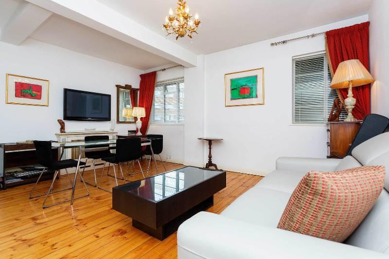 A bright and charming apartment in West Kensington - Image 1 - London - rentals