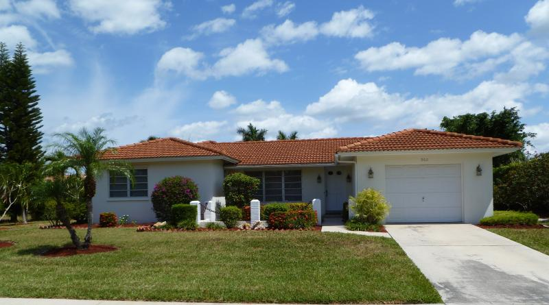 Front of property. - Escape to Marco Island and Walk to the Beach - Marco Island - rentals
