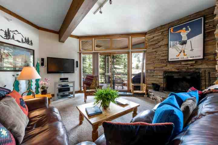 Deer Valley Powder Run features 2 Bedrooms, 2.5 Bathrooms, gourmet kitchen and private hot tub on the patio overlooking the ski slopes. - Deer Valley Powder Run at Snow Park - Park City - rentals