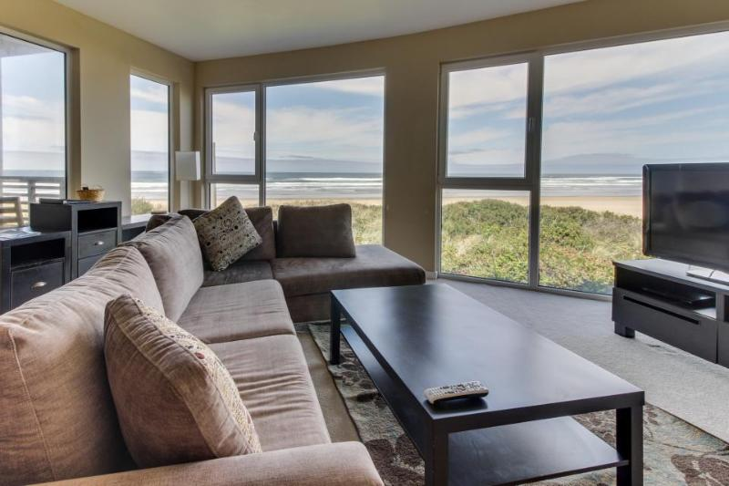 Oceanfront, pet-friendly condo with fantastic ocean views and shared hot tub - Image 1 - Rockaway Beach - rentals