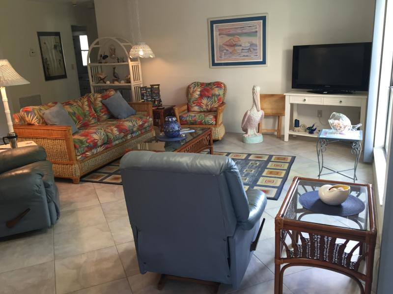 Living room - Sanibel Condo, Bowman Beach, Great Shelling - Sanibel Island - rentals