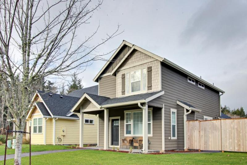 Newly built, modern home w/ private yard and patio - close to Nehalem Bay - Image 1 - Manzanita - rentals