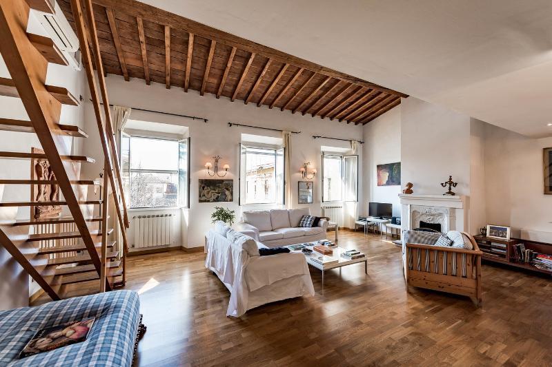 Living Room - Beautiful Large Apartment Bellavista - Florence - rentals
