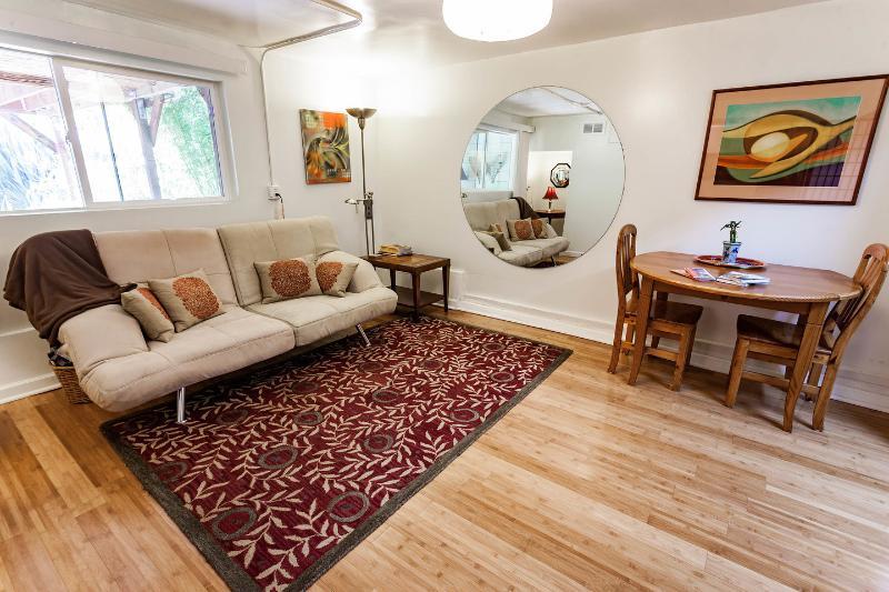 Living Room - Charming  Garden Suite by Golden Gate Park & USF - San Francisco - rentals