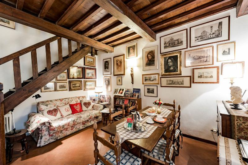 Living Room - UFFIZIFLAT GALLERY across STREET CHARM 1BD WIFI AC - Florence - rentals