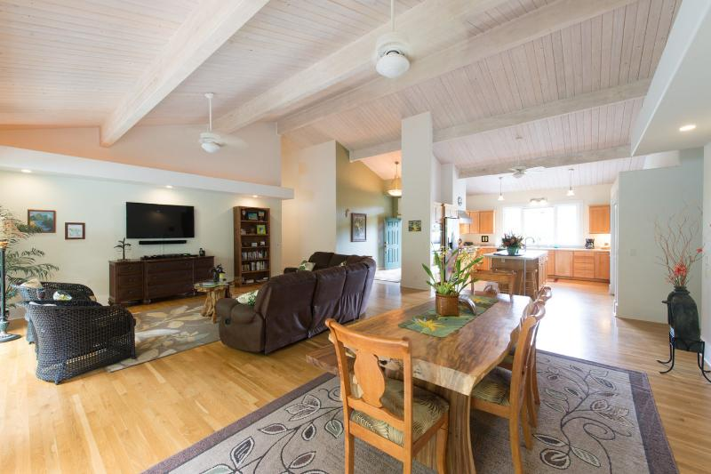 Dining Room - Family Friendly 5 BR 3 BA Custom Home One Level!!! - Princeville - rentals
