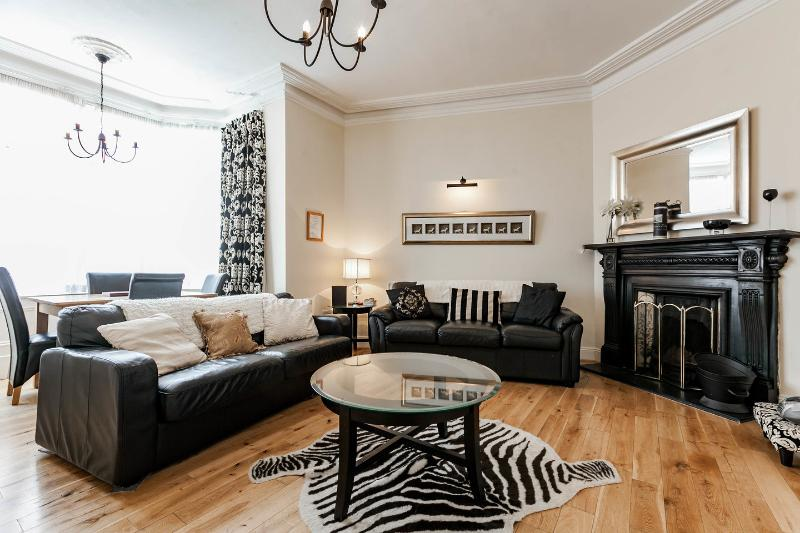 "Living Room - The ""Michael Collins"" apartment, historic Dublin. - Dublin - rentals"