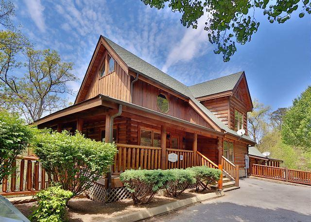 Cabin - 2 Hot Tubs with TVs, Theater Room, Indoor/Outdoor Resort Pool - Sevierville - rentals