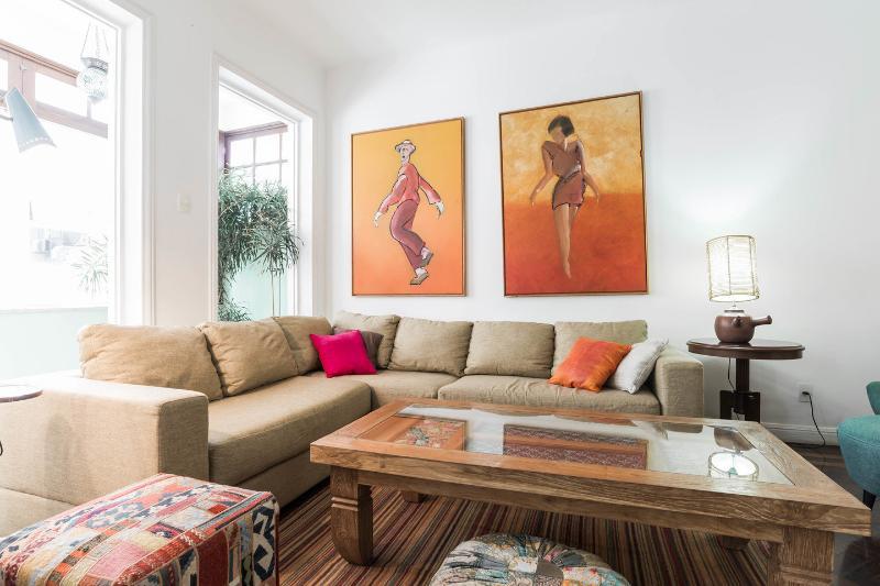 Living Room - Great 3br apartment 1min walk to Ipanema beach! - Rio de Janeiro - rentals