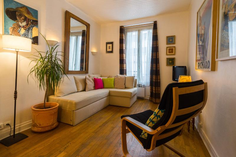 Living Room - Lovely Vacation Pied-a-Terre in Paris - Paris - rentals