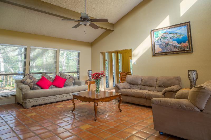 Amazing views , POOL, Jacuzzi,Deck,BBQ - Image 1 - San Antonio - rentals