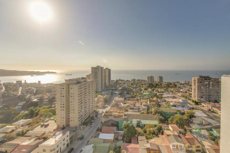 Cozy condo with ocean and city views & rooftop swimming pool! - Image 1 - Valparaiso - rentals