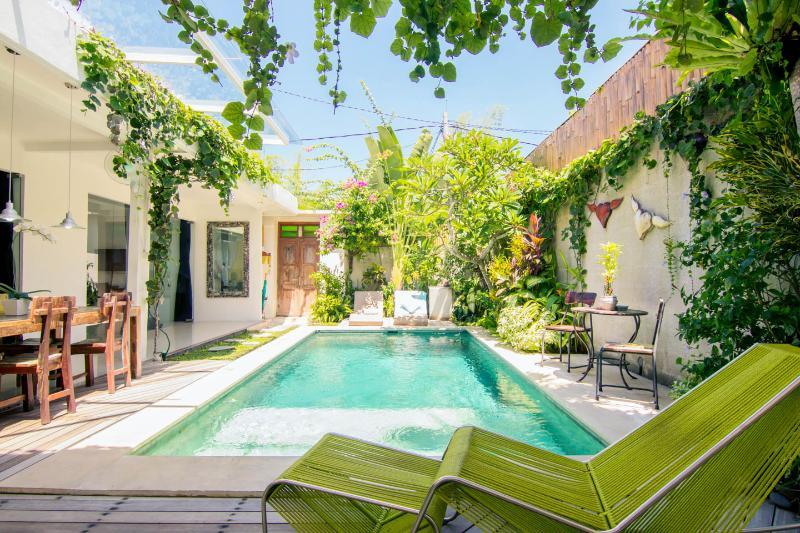 Sunny and Central pool  - VILLA 888 BALI Seminyak/Oberoi----Eat Street - Seminyak - rentals