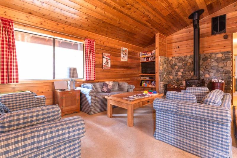 A private game area, close to slopes, on-site golf & shared pools and hot tubs! - Image 1 - Truckee - rentals