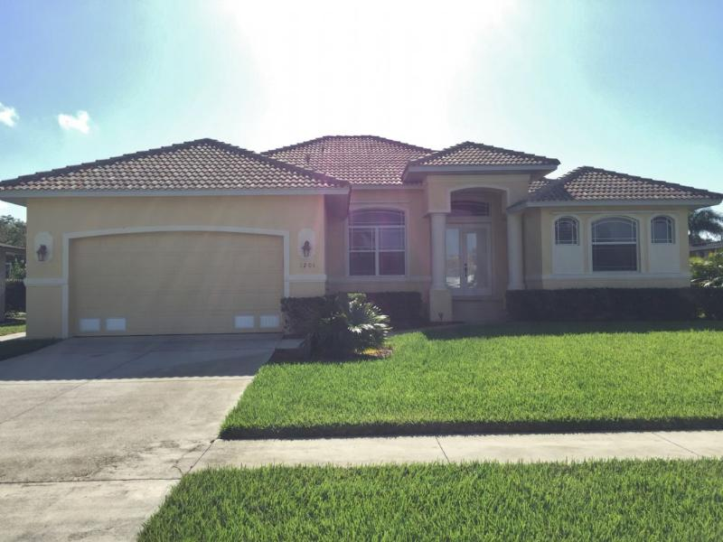 Front - CHARMING Island Home...perfect for a Family Vacation...close to shopping and - Marco Island - rentals