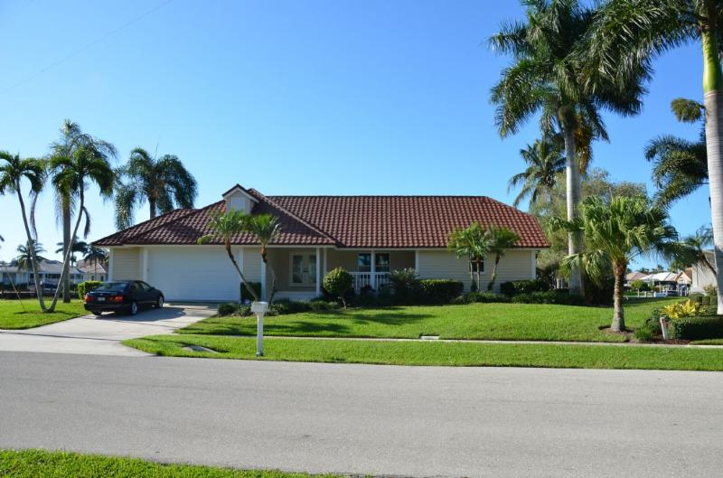 Charming Florida Ranch Home - Darling Florida Ranch Style home with all the Bells and Whistles for boating ! - Marco Island - rentals