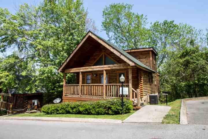 Nana Bear ~ 2BR/2BA Great Location! Cozy Log Cabin - - Image 1 - Pigeon Forge - rentals