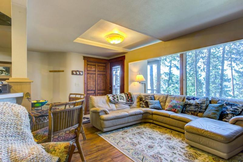 Dog-friendly home w/ panoramic Coeur D'Alene lake views! - Image 1 - Coeur d'Alene - rentals