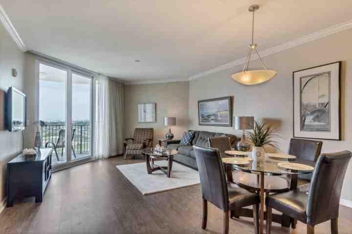 Spacious Living and dining area - THE PALMS 21114-SHOW STOPPER GORGEOUS AND FRESHLY RENOVATED BEAUTY! - Destin - rentals