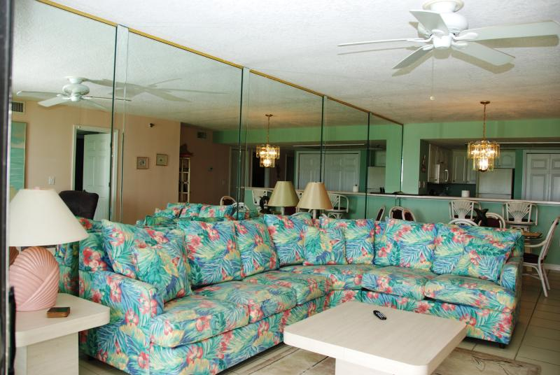 Corner unit sofa - with full double bed - Right on the ocean, away from the crowds - New Smyrna Beach - rentals