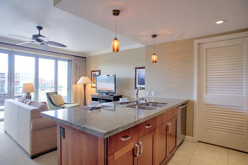Welcome home to Hokulani 418! Very spacious--700 sq. ft. - Maui Resort Rentals: Hokulani 418 @ Honua Kai - Lahaina - rentals