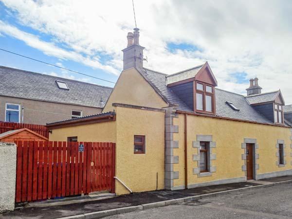 FAILTE, quality coastal cottage, woodburner, en-suite, patio, Portknockie Ref 921533 - Image 1 - Portknockie - rentals