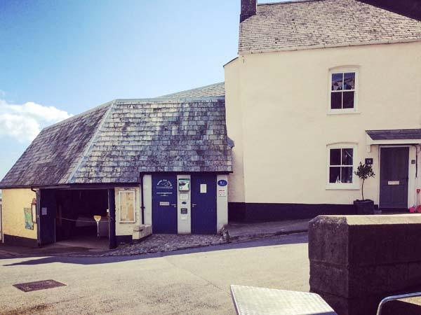 BOTTLE BRUSH COTTAGE, character cottage, luxury accommodation, close to beach and amenities, WiFi, garden in Cawsand Ref 928962 - Image 1 - Cawsand - rentals