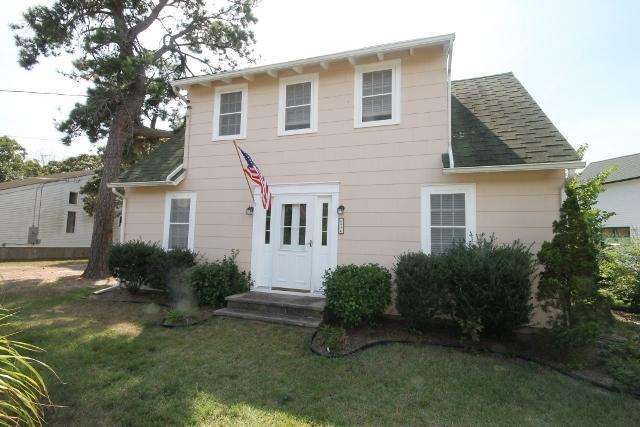 PET FRIENDLY COTTAGE AT THE POINT 113948 - Image 1 - Cape May - rentals