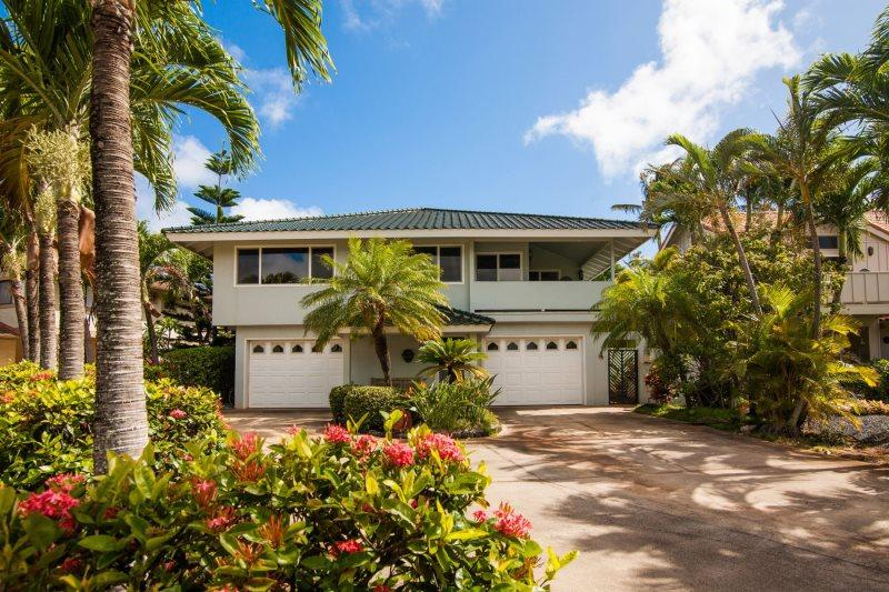 Daydream Believer in Lanai Villas, Poipu Kai - Daydream Believer, Sleeps 15, Spacious 4-bedroom home in Poipu, lovely yard, lanai with BBQ, short walk to beaches. Sleeps 15 - Koloa - rentals