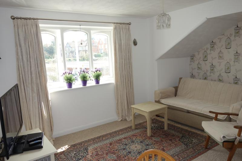 Our cosy living room. - Oriel Drive, Glastonbury Centre, view of The Tor. - Glastonbury - rentals