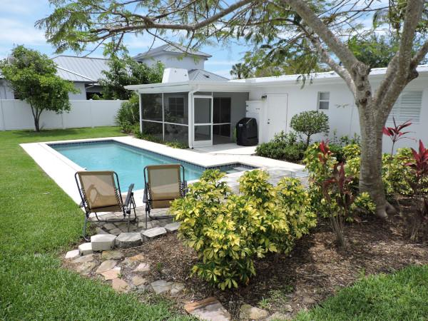 """Located within a mile to The Naples Beach Club - """"FALL"""" ing Prices * 175 USD a night to 12/15/16 - Naples - rentals"""