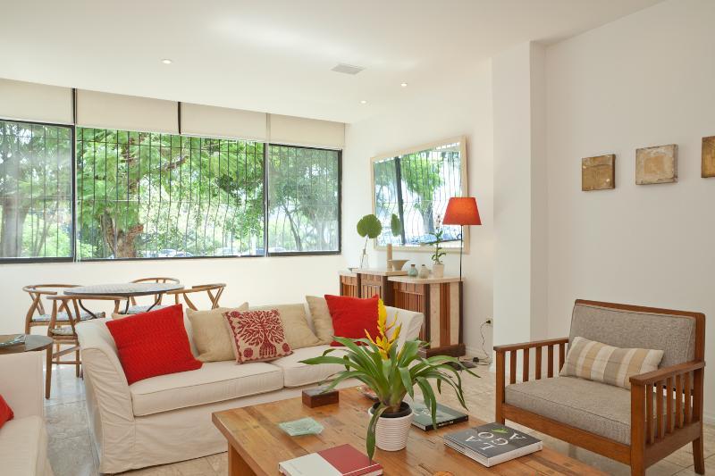 Bright & Cheerful 3 Bedroom Home in Lagoa - Image 1 - Rio de Janeiro - rentals
