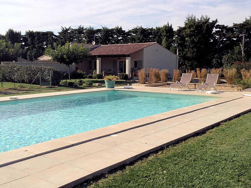 Eygalières Bouches-du-Rhône, Villa 6p. pool, private garden - Image 1 - Eygalieres - rentals