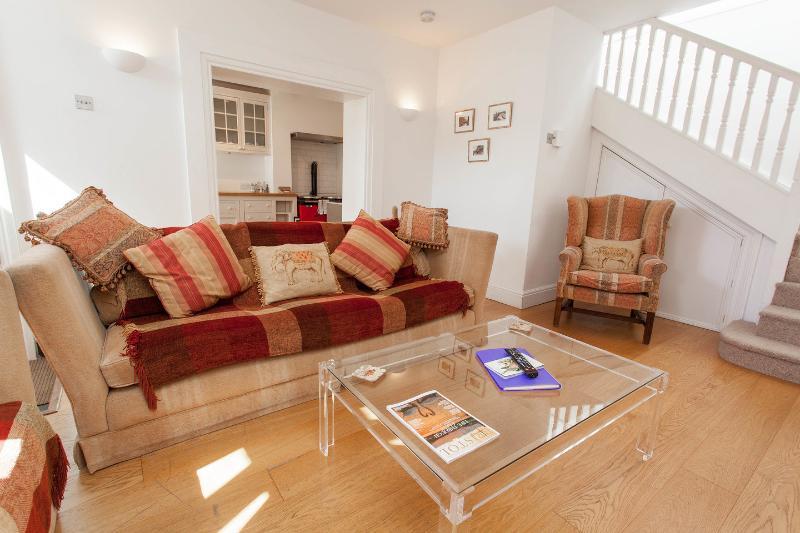 Living Room - Caledonia Mews Clifton Village Bristol UK - Bristol - rentals