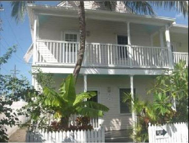 Private ground floor end-unit beautiful decor, nice beds, great location - Beautiful, End-Unit 2BR King/twins, Large, Private Deck. Location! Truman Annex - Key West - rentals