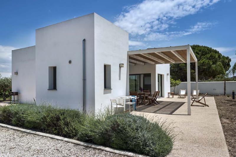 Villa Romeo holiday vacation villa rental italy, sicily, menfi, southern - Image 1 - Menfi - rentals