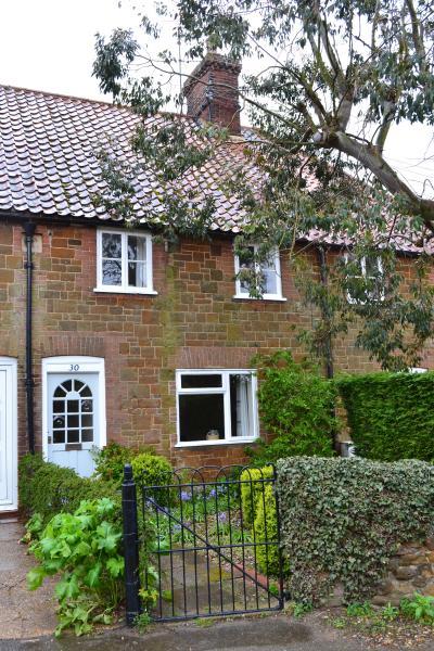 Pollywiggle Cottage - Image 1 - Heacham - rentals