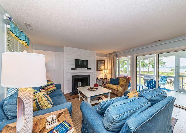 Living Room - Lands End 19, 3 Bedrooms, Ocean Front, Sea Pines, Large Deck, Sleeps 6 - Hilton Head - rentals