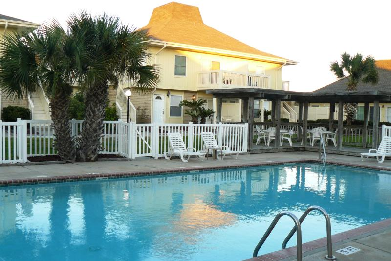 welcome to our pool-front condo! - Perfect Location for Your Vacation! Now with Golf Cart Beach Access! - Port Aransas - rentals