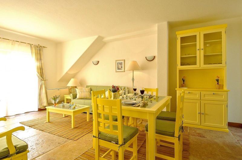 Giddah Yellow Apartment, Albufeira, Algarve - Image 1 - Olhos de Agua - rentals