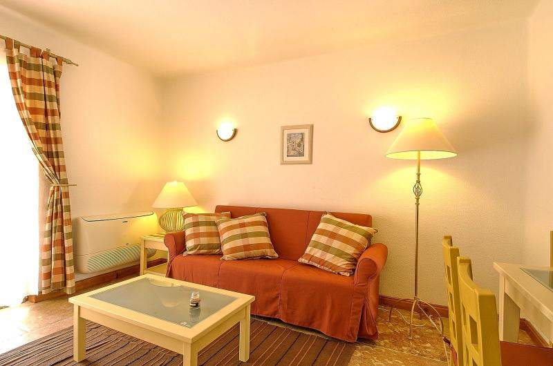 Giddah Orange Apartment, Albufeira, Algarve - Image 1 - Olhos de Agua - rentals