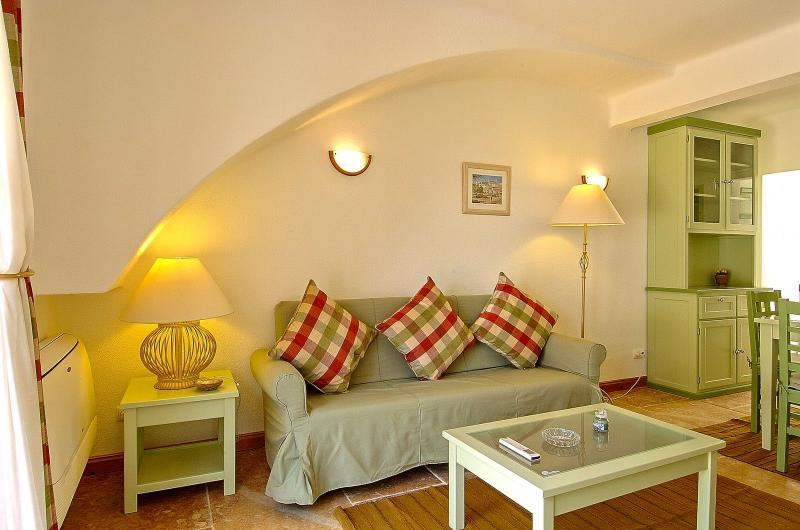 Giddah Green Apartment, Albufeira, Algarve - Image 1 - Olhos de Agua - rentals