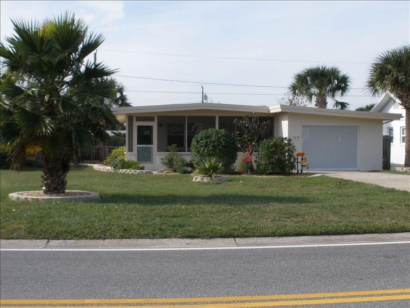 Front of House - 1 Fish 2 Fish Beachside w Heated Pool and Garage - Daytona Beach - rentals