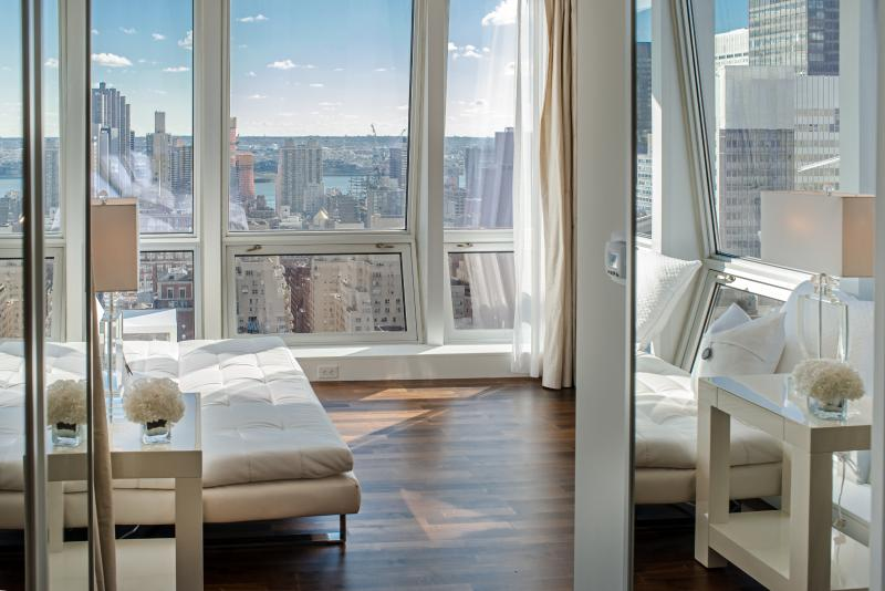 Midtown Jewel Diamond, 4 Bedroom on 5th Ave - Image 1 - Manhattan - rentals