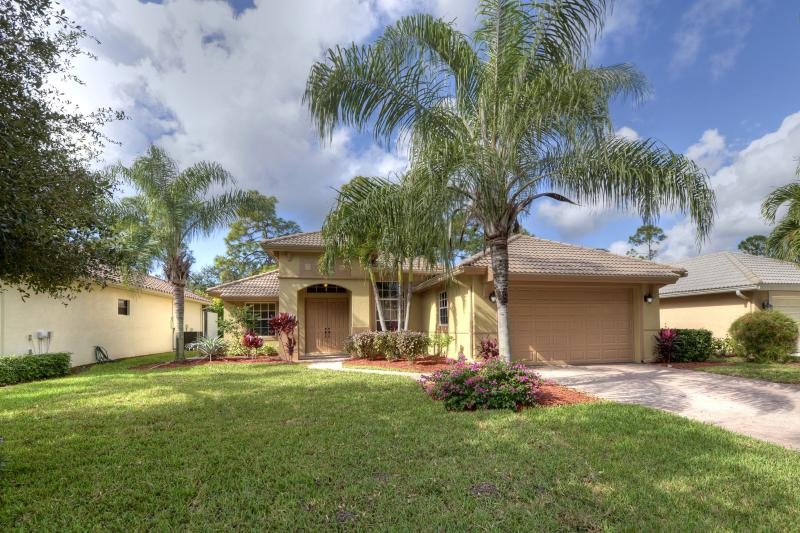 """5 STAR"" Floridian Family Home with saltwater pool - Family Friendly Luxiury Home near Old Naples - Naples - rentals"