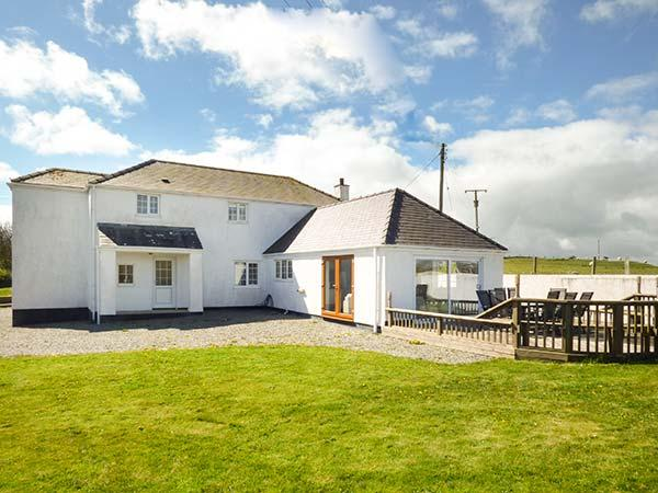 THE OLD COTTAGE, off road parking, private garden, pet-friendly, Trearddur Bay, Ref 933719 - Image 1 - Trearddur Bay - rentals
