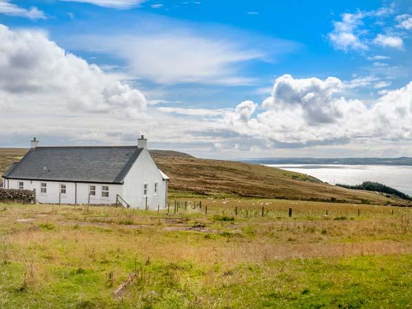 LITTLE LAIGHT detached, en-suite, stunning loch views, walks and cycle rides, Stranraer Ref 936471 - Image 1 - Stranraer - rentals