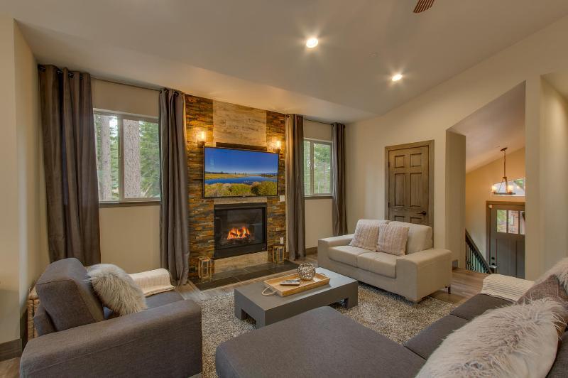 Cedar Vista - Built in 2016, HDTVs, Foosball, BBQ, Sauna, Spa, Arcade - Image 1 - South Lake Tahoe - rentals