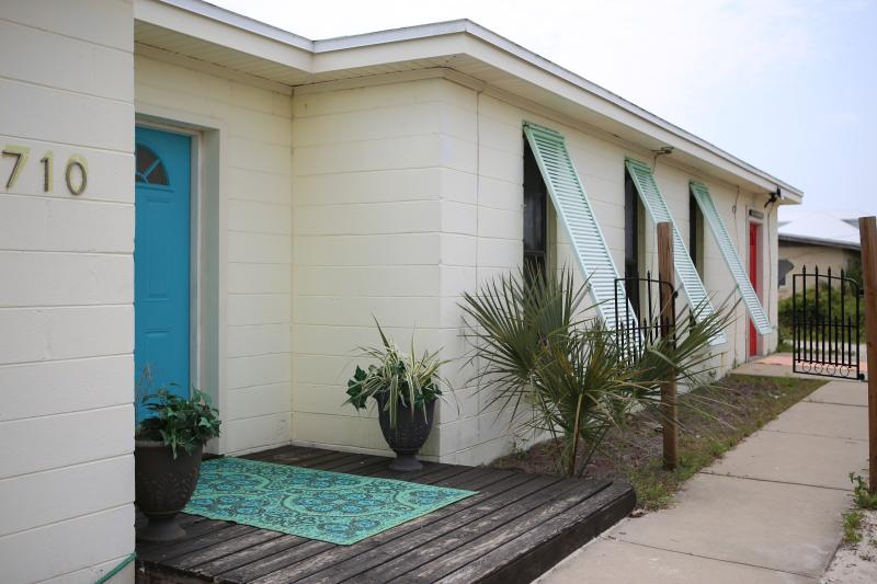 Spring & Summer filling up fast! Do not miss out on the BEST DEAL a DeLuna House - Image 1 - Pensacola Beach - rentals